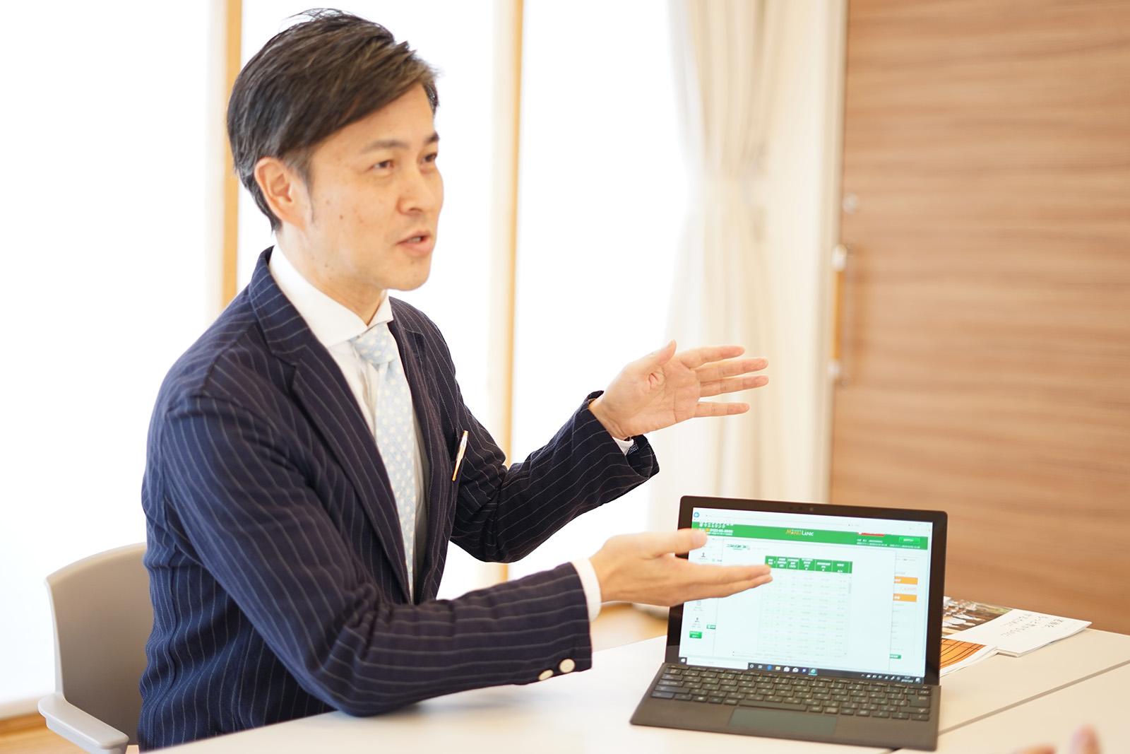 内田貴士さんが説明している